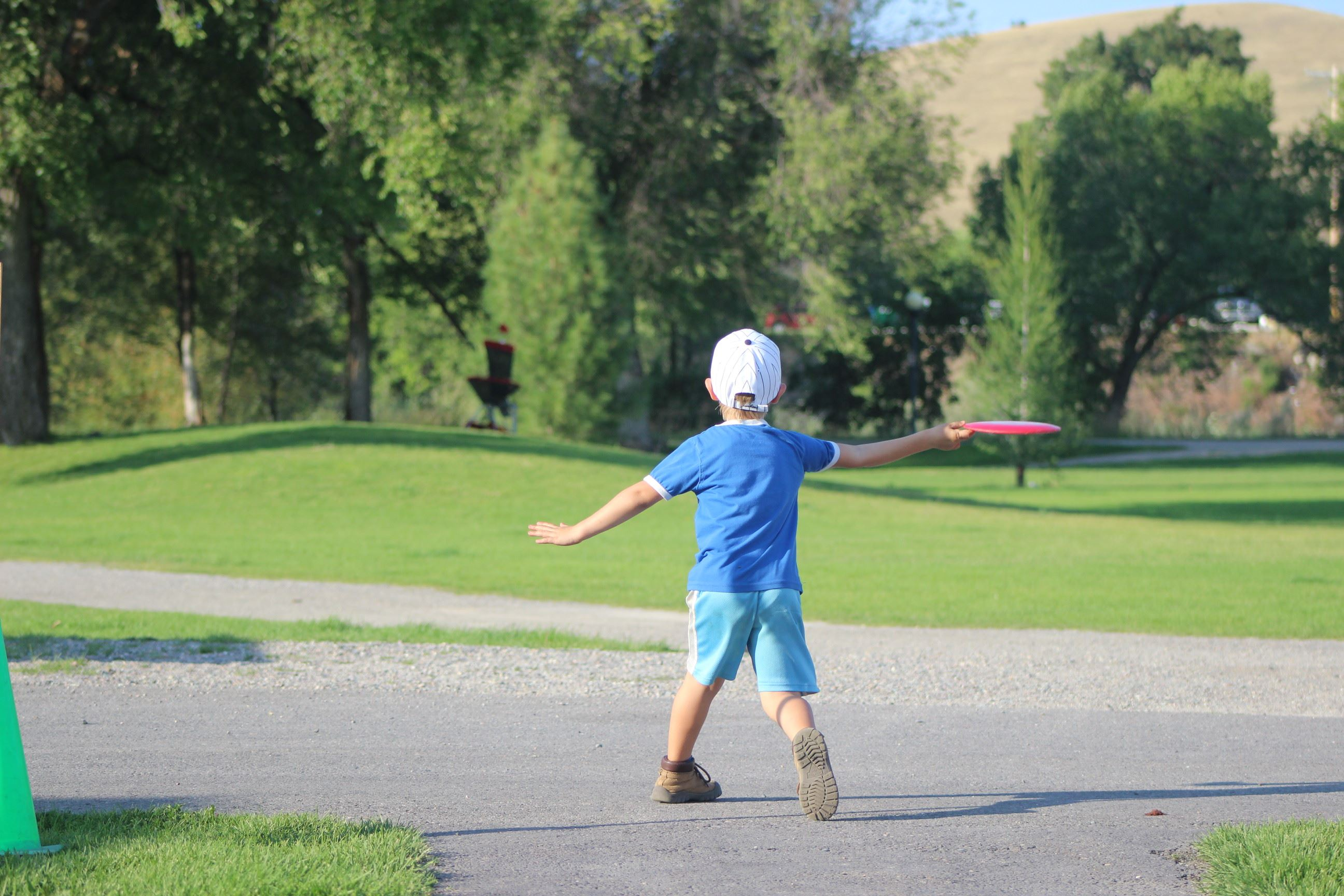 Folf in the Parks 2014 - Kid Throwing...awesome shot!